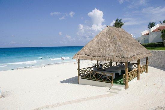 Royal Solaris Cancun: Massage beach area