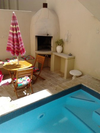 Villa Cape Adventures:                   The cosy pool area