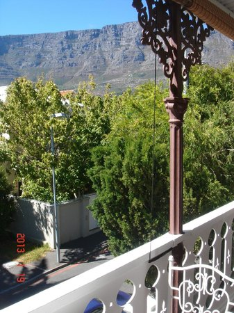 Villa Cape Adventures:                   The balcony with Table Mountain view