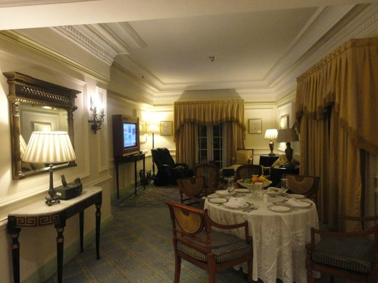 ITC Windsor, Bengaluru:                   View of the living room of the Wellesley Suite