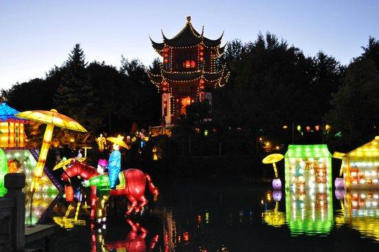 Jardin Botanique de Montreal :                   Chinese Lantern Festival- Fall