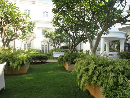 ITC Windsor, Bengaluru:                   Beautiful garden area right outside