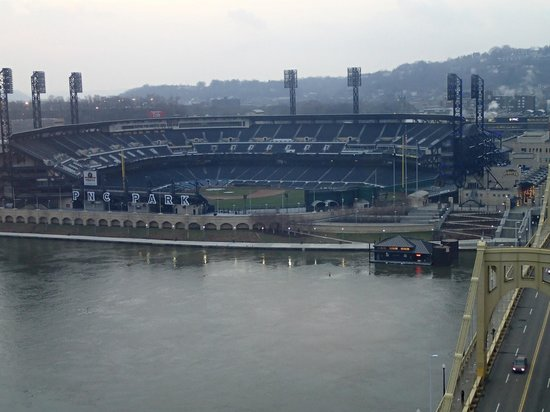 Renaissance Pittsburgh Hotel: View of PNC Park from room