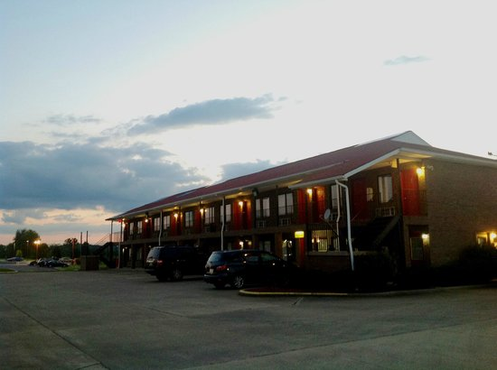 Country Nights Inn: Beautiful hotel near various restaurants