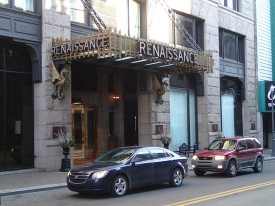 Renaissance Pittsburgh Hotel: front of hotel