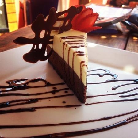 Antojos Restaurant: Torta tres chocolates!