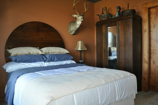 Quimby's Pond Bed and Breakfast : The Huntsman Room