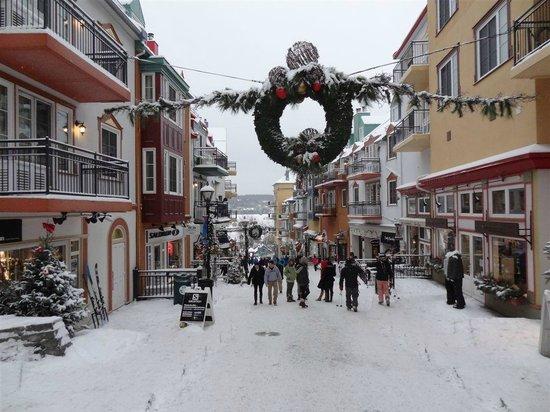 Le Sommet des Neiges :                                     Pedestrian Village
