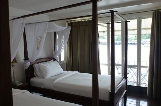Ibrik Resort by the River:                   River Room