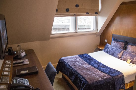 Radisson Blu Edwardian Kenilworth Hotel : a standard room on the 6th floor