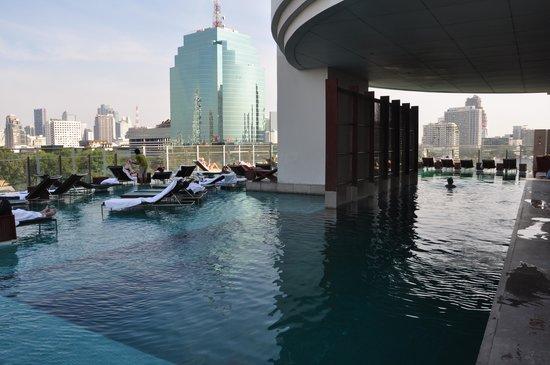 Millennium Hilton Bangkok: piscine