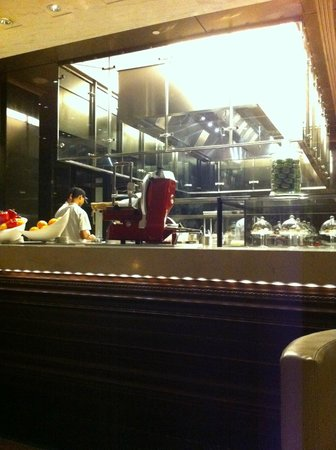 The Leela Palace New Delhi: Restaurant Le Cirque (cuisine)