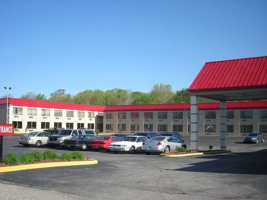 Red Roof Inn & Suites Muskegon Heights