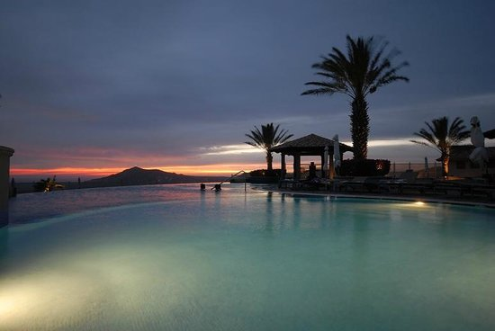 Pueblo Bonito Sunset Beach Golf & Spa Resort: Sun going down up at the Sky Pool