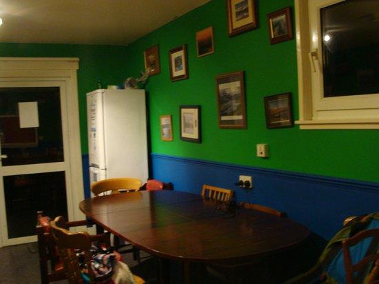 Broadford Backpackers Hostel:                   Dining room