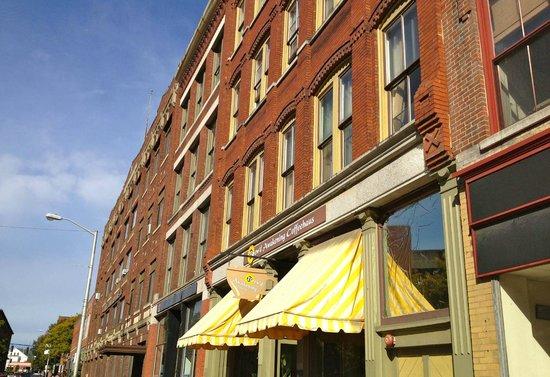 Brew'd Awakening Coffeehaus: shop front