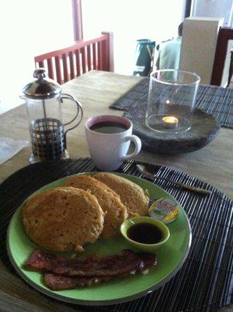 Homestay Bali Starling: Banana Pancakes breakfast