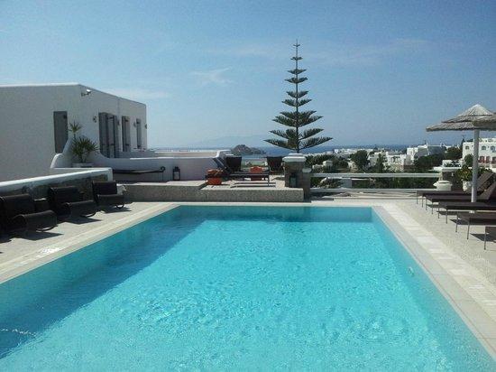 Artemoulas Studios:                   Vista mare dalla piscina