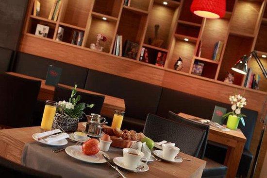 The Seven Hotel: Breakfast