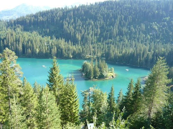 Caumasee:                   Lake from the walking path