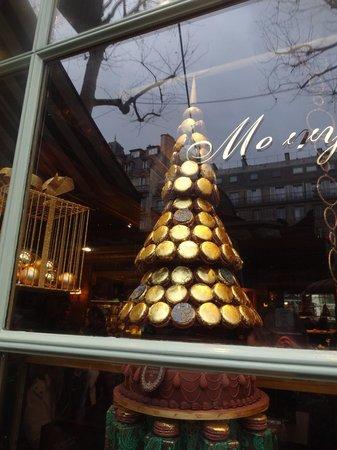 Christmas macaron display picture of laduree paris for Laduree christmas