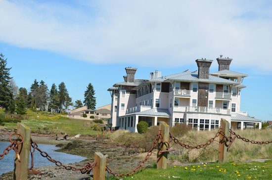 The Resort at Port Ludlow: Side view of main building cottages are behind,which you can't see here.