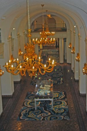 The Vinoy Renaissance St. Petersburg Resort & Golf Club: Lobby from the Mezzanine