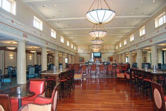 The Vinoy® Renaissance St. Petersburg Resort & Golf Club: Marchand's Restaurant