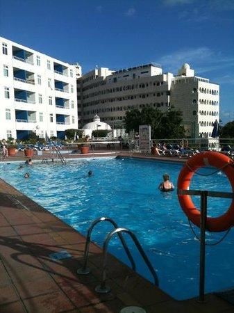 Tamaragua Apartments:                   varm och skön pool!