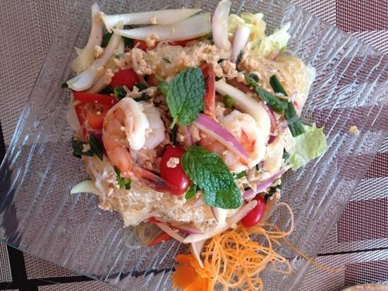 Kao Tong Modern Thai:                                     yum woonsen