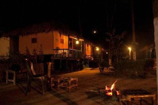 Nature Hunt Eco Camp, Kaziranga National Park: Cottages and Bonfire..!!