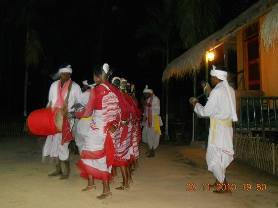 Nature Hunt Eco Camp, Kaziranga: Jhumur Dance