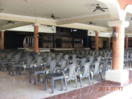 Grand Palladium White Sand Resort & Spa: Colonial Theatre, no pictures of Riviera one