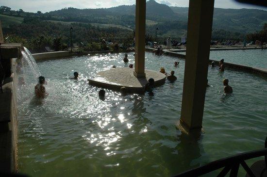 La vasca picture of albergo posta marcucci bagno - Bagno vignoni hotel posta marcucci ...