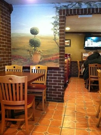 Giovanni's Pizza III: dining area