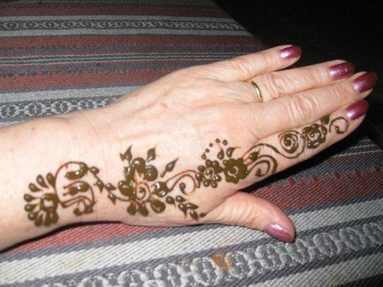 Black Henna Tattoo Dubai: Henna Tattoo On Desert Safari