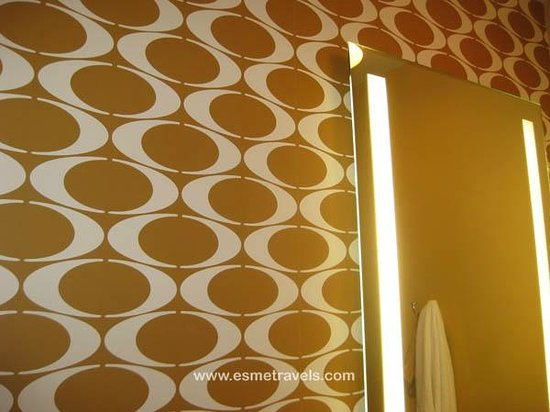 The Hotel Minneapolis, Autograph Collection: Funky Bathroom Wallpaper