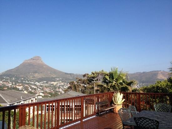 Cape Town Eagle's Nest Guest House :                                     View from the veranda