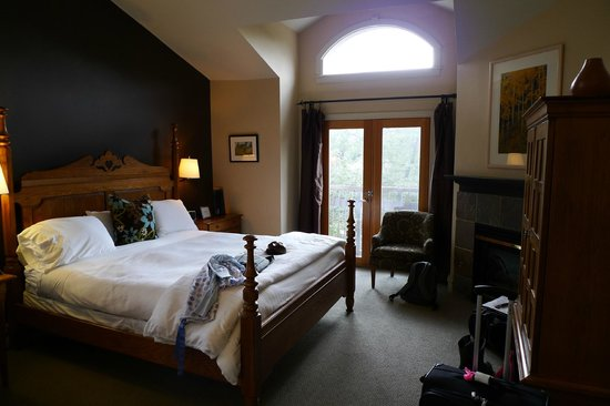 The Bradley Boulder Inn:                                     our room