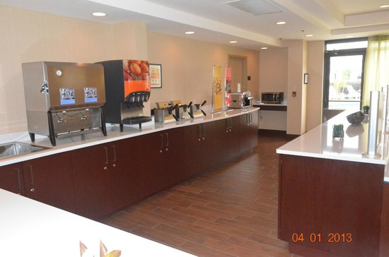 Hampton Inn Orlando Near Universal Blv / International Dr:                   Área para o Café da manhã