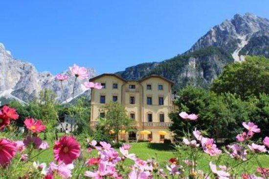 San Vito di Cadore, Itália: L' hotel dalla pista ciclabile