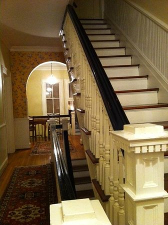 Longwood University Bed and Breakfast :                   Main staircase
