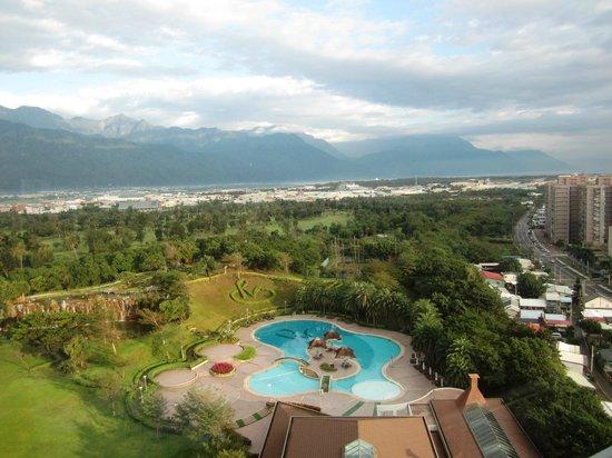 Parkview Hotel :                   部屋の窓からの眺めです。