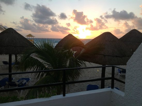Flamingo Cancun Resort:                   Suite's Garden Level Balcony