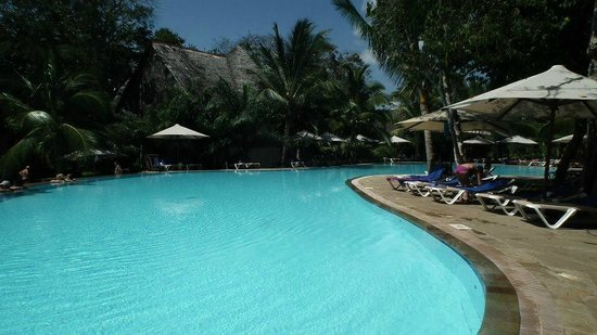 Baobab Beach Resort & Spa:                   one of the pools at baobab resort