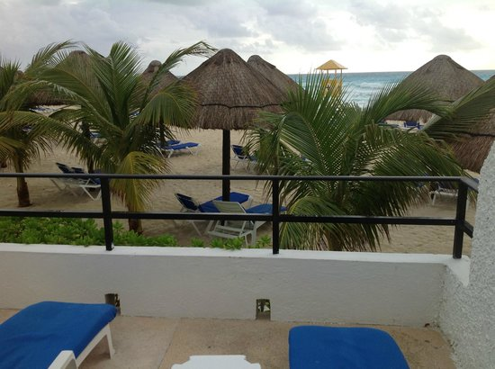 Flamingo Cancun Resort :                   Suite's Garden Level Balcony