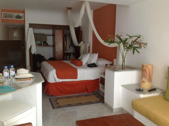 Flamingo Cancun Resort:                   King Size Bed