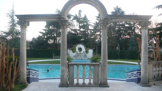 Abano Ritz Terme:                   Вид со стороны закрытого бассейна