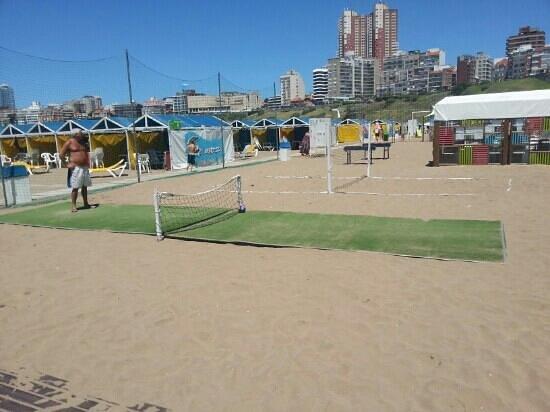 Playa Varese:                   canchita de fútbol tenis