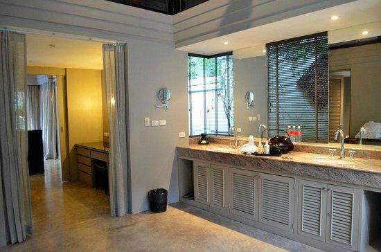 The Pavilions Phuket:                   Gorgeous bathroom!